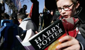 Membaca buku Harry Potter membuat anak lebih toleran dan berwawasan.