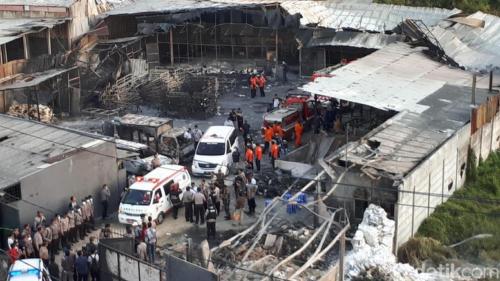 Pabrik mercon meledak dan menimbulkan korban sia-sia, aparat cari selamat