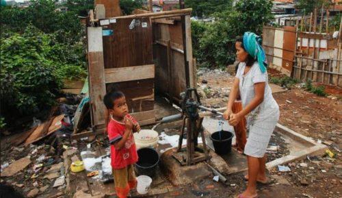 Sekitar 40% penduduk Jakarta masih BAB Sembarangan, karena saluran dari toilet langsung dibuang ke sungai.
