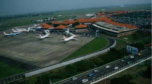 Pemandangan aktivitas di apron dari menara pengawas lalu lintas udara (ATC) Bandara Soekarno-Hatta. (Tempo/Dwianto Wibowo)