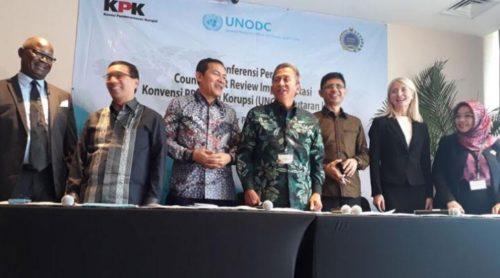 Komisi Pemberantasan Korupsi (KPK) bersama Kementerian Luar Negeri, dan BPK, saat menyampaikan siaran pers dalam kegiatan Factsheet Review UNCAC Putaran II di Jakarta, 9 Oktober 2017. (Tempo/Syaiful)